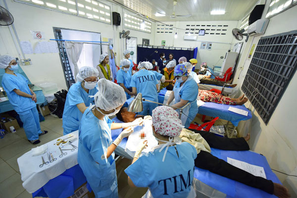Free Clinic in Cambodia: Medicine without Borders
