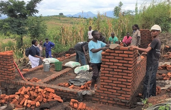 Helping Malawi Cyclone Idai Survivors in Rebuilding their Homes