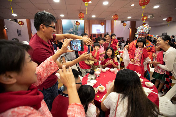 "Tzu Chi Celebrates ""Spring Festival"" Early with Aid Beneficiaries"
