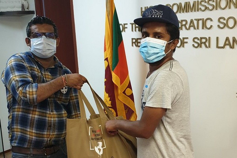 Sri Lankan students receive urgent living supplies from Tzu Chi